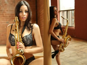 Photography workshop in Montreal- The girl with a saxophone. Author Greg. (4)