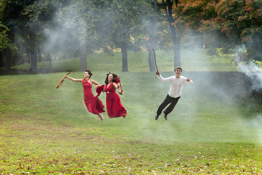 Orchestre de Chambre Nouvelle is flying and playing in the air in Montreal