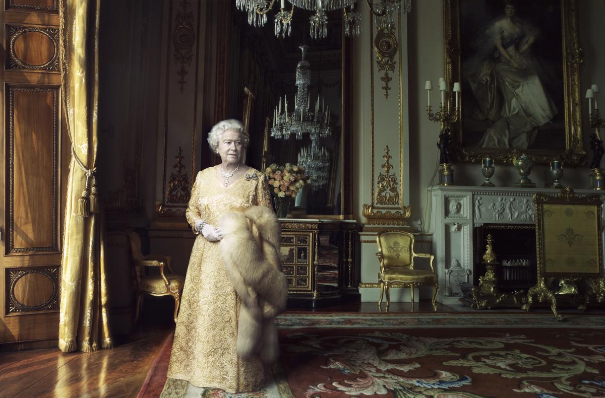 Queen Elizabeth II by Annie Leibovitz (2)