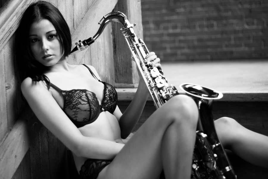 Photography courses and workshops - Vikhram Mehta. The girl with a saxopone (2)