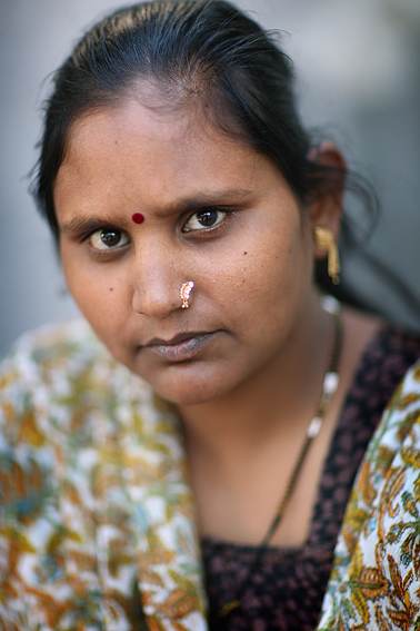 Indian surrogate mothers. Portraits.
