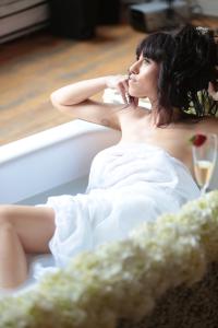 Photography workshops - girl in bathtub, Andrew Radiotis (1)