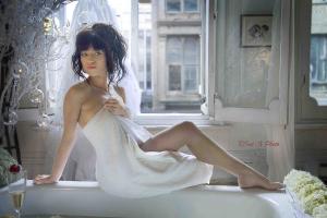 Photography workshops - girl in bathtub (5)