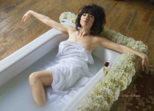 Photography workshops - girl in bathtub (2)
