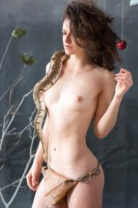 girl_with_snake_10-5
